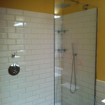 Ideas y fotos de azulejos ba o blancos para inspirarte for Azulejos bano cordoba