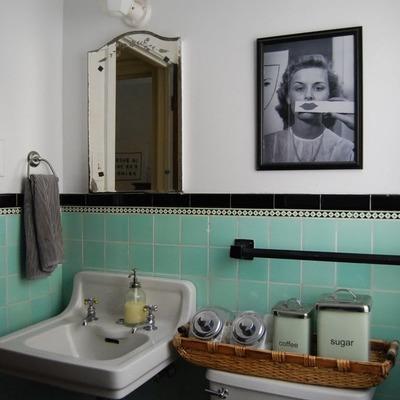 Cómo sobrevivir a un baño antiguo