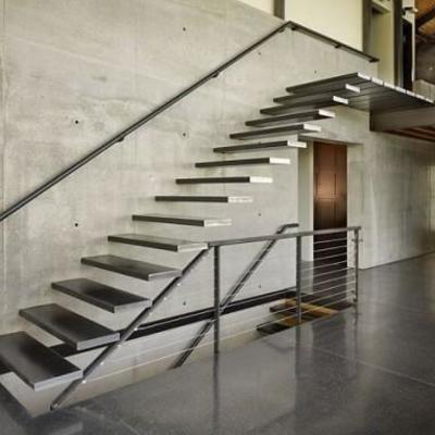Barandilla y escaleras de metal minimalista.