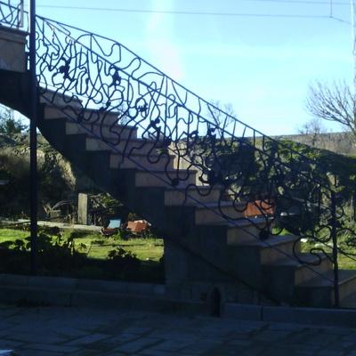 Escalera Y Balconada