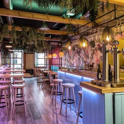 Hacer barra en bar restaurante precio y presupuestos - Estanterias para bares ...
