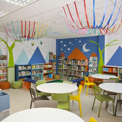 Biblioteca colegio Rosa Luxemburgo