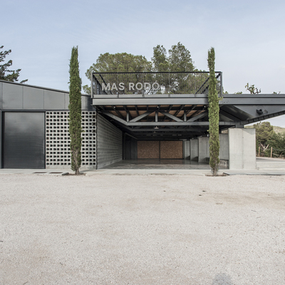 Un espacio para la cata y exposición de vinos en Mas Rodó