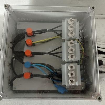 Substituir caja de fusibles