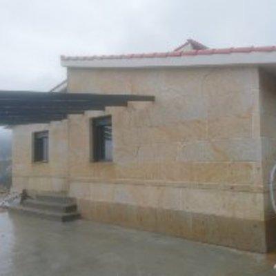 Casas de piedra y prefabricadas