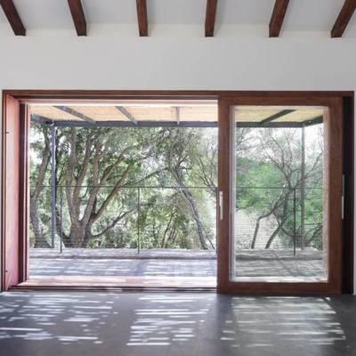 Ideas y fotos de ventanas y puertas de estilo r stico para for Puertas de madera estilo antiguo