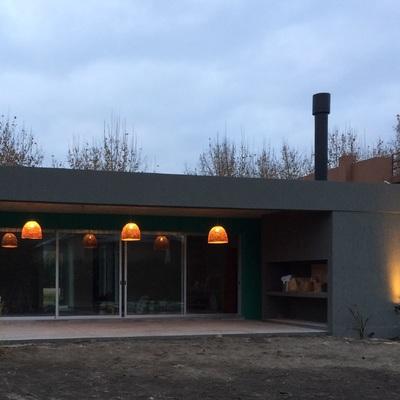 Casa moderna en medio del campo con todo el equipamiento y estilo interior