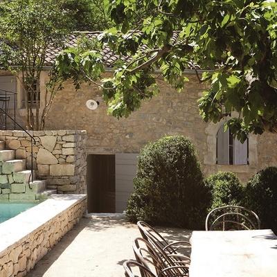 Casa rural de piedra y teja
