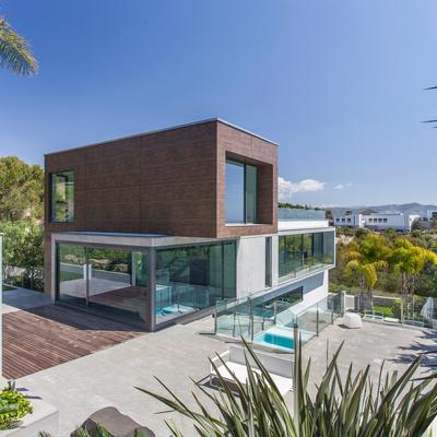 Una casa rodeada de naturaleza