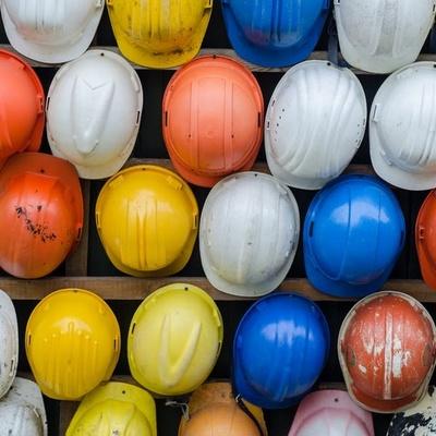 Un casco inteligente que reduce los riesgos laborales