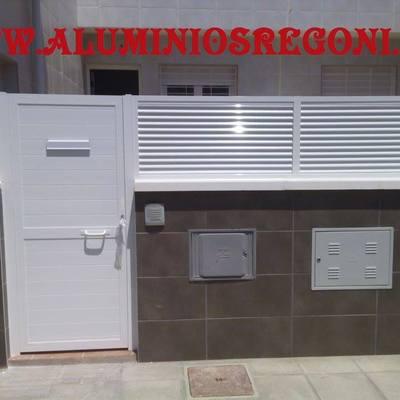 Puerta de Aluminio con celosisa de aluminio, Almeria