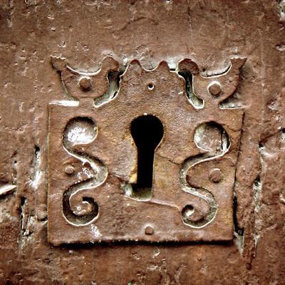 cerradura puerta de madera