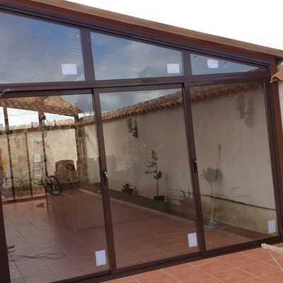 Fabricación y colocación de todo tipo de ventanas, puertas, cerramientos etc de aluminio
