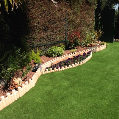 Jardin Con Césped Artificial