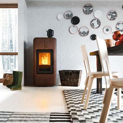 chimenea de pellets en el salón de un piso