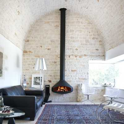 Chimenea en pared de piedra