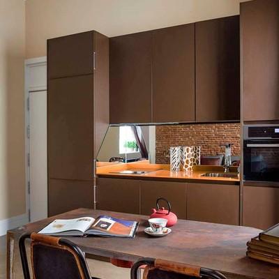 Un sótano de 40 m² convertido en una acogedora vivienda