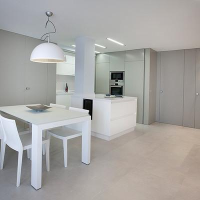 Apartamento en el Perelló: blanco y luz