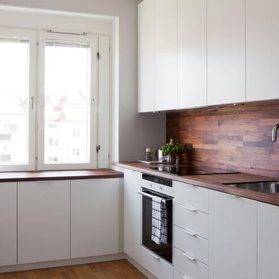 Cocina blanca frontal madera