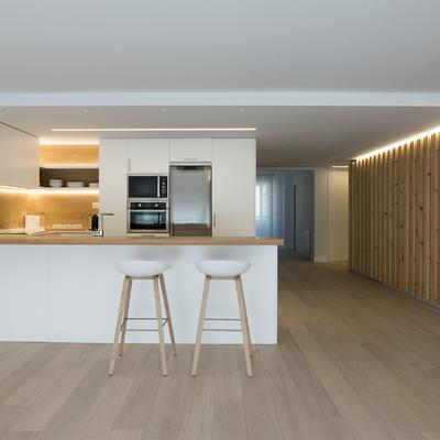 ¡Más madera! El cambio radical de una vivienda familiar