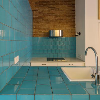 Cocina con azulejos esmaltados