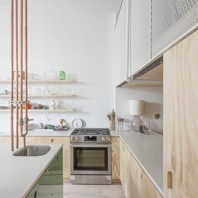 cocina con grifería de cobre