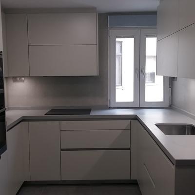 Reforma e instalación de varias cocinas en Marbella, Granada....