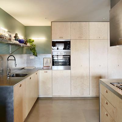 Cocina con muebles de abeto