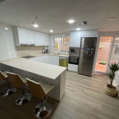 Reformas de cocina y piso en toda la planta.