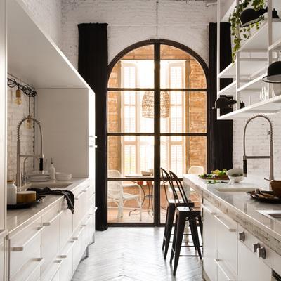 Cocina con puerta de vidrio