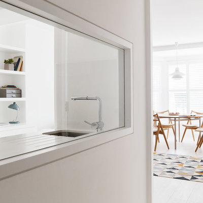 Cocina con vidriera interior