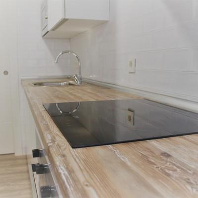 Cocina- detalle encimera de madera