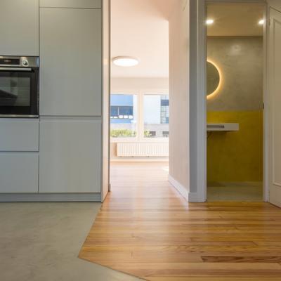 reforma piso fuenterrabia :microcemento y lacado.
