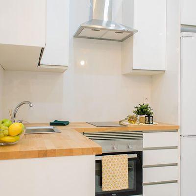 4 reformas para compartir la cocina sin estorbaros