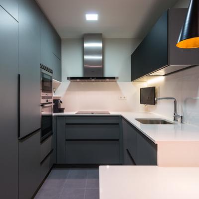 Un piso de estilo moderno al que se le incrementó el espacio de almacenaje