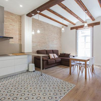Reforma integral de un piso con aires rústicos