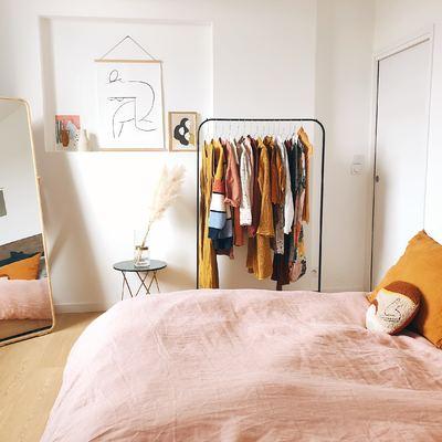 Cómo organizar un dormitorio sin armarios