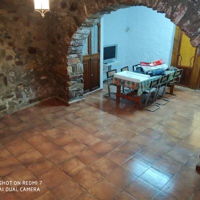 Colocacion de pavimento,tratamiento humedades,pintado fachada,deslunado e interior de vivienda