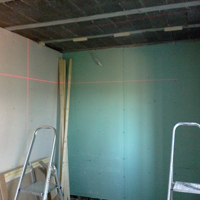Colocación placa y rastrelad para techo de friso