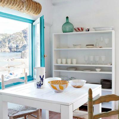 comedor ventana azul