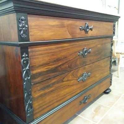 Restauración de cómoda mallorquina de mediados del siglo XVIII