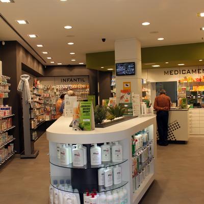 Interiorismo e Imagen Corporativa para Farmacia / Interiorisme i Imatge Corporativa per a Farmàcia