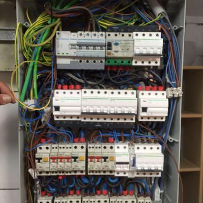 Adaptación de instalación eléctrica en un Bar
