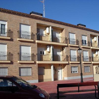 Construcción 17 Viviendas En Bloque, Con Garajes Y Trasteros. 11 Viviendas Univamiliares