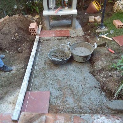 Remodelacion de una barbacoa y periferico de jardinera