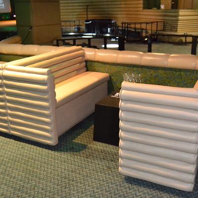 Realizacion de sofas para Sala de Fiesta con diseño peculiar y complicado