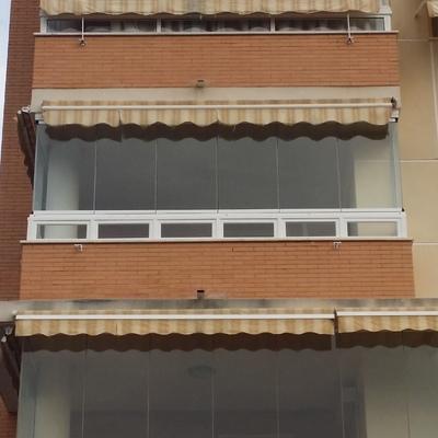 Cortina de cristal sf - 25 con apertura solo a un lado paso por ángulo de hojas en Málaga