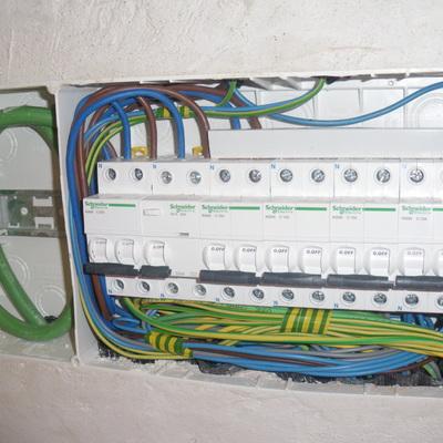 Cuadros electricos de diferentes instalaciones en viviendas, locales e industrias.