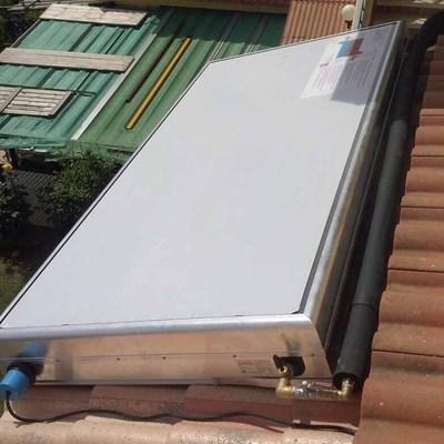 Venta e instalación de equipo termosifónico con 200 litros de acumulación
