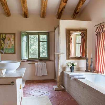 Cuarto de baño orientado al exterior